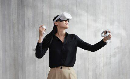 Joueur avec casque de réalité virtuelle